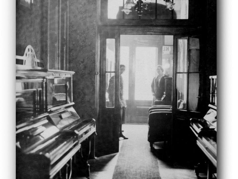Geschäftseingang um 1920